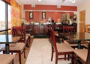 Jacksonville NC Quality Inn Hotel - Breakfast area in Quality Inn Jacksonville