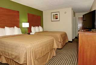 Jacksonville NC Quality Inn Hotel - Family room with two double beds in Jacksonville, NC