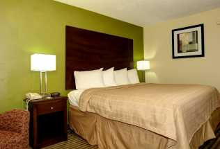 Jacksonville NC Quality Inn Hotel - King size bed at Jacksonville NC Quality Inn